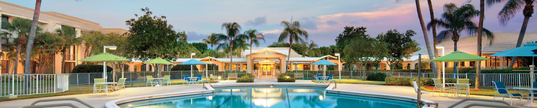 The sun setting over the outdoor pool at Abbey Delray senior living community